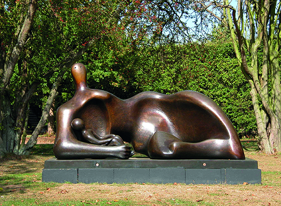 CMJN-Draped Reclining Mother and Baby (1983) c Henry Moore Foundation