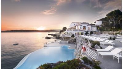 Le Bar Bellini de l'Hôtel du Cap-Eden-Roc revient en beauté