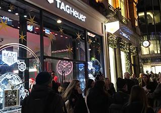 TAG Heuer inaugure sa boutique londonienne en compagnie de Bella Hadid