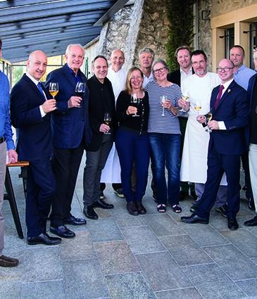 les vignerons accompagnes d Esteban Valle directeur de salle, des chefs de cuisine de Loik Tavernier chef sommelier et de Lionel Rosnet directeur de la switzerland wine school