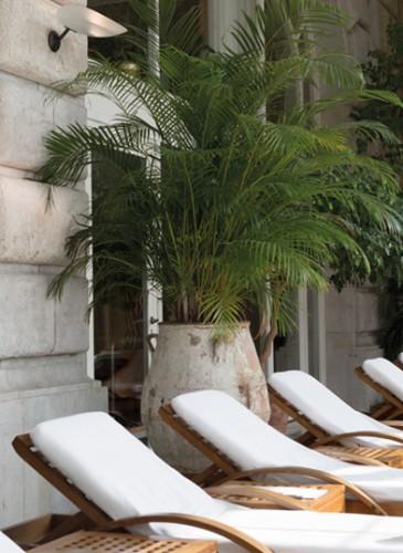 Lausanne Palace - Solarium piscine ©GREGOIRE GARDETTE