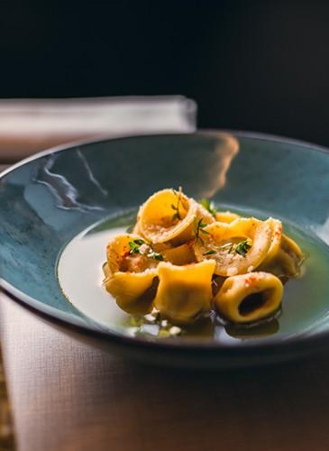 DUCHESSA Cappelleti maison farcis aux 5 viandes blanches dans un bouillon de Veau et Boeuf aromatisé