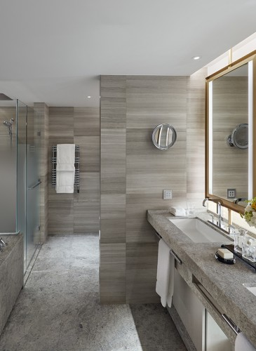 MandarinOrientalGeneva_Royal-Penthouse_Adjoining rooftop-junior-suite-bathroom